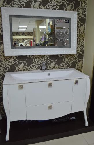 Мебель для ванной Мадонна белый ручки камни сваровски